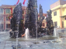 Đài phun nước tại UBND xã Long Hưng
